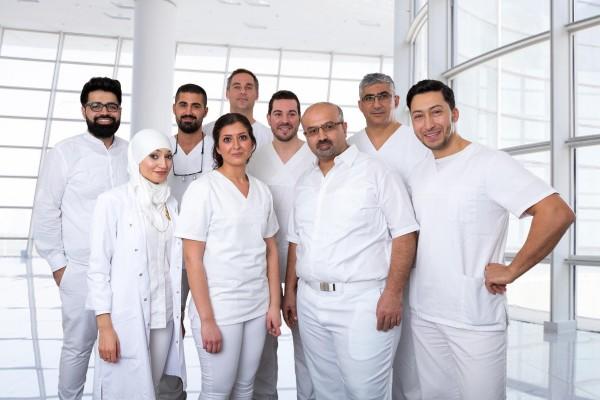 Hier sehen Sie das Team Zahnarzt Offenbach. Unser Zahnarzt Team besteht aus 10 Zahnärzten